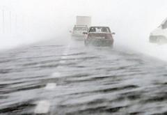 Alertă meteo de ninsori, lapoviţă şi ploi abundente în 15 judeţe, începînd de vineri. La munte va fi viscol puternic
