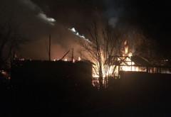 Incendiu devastator la Brebu. O casă s-a făcut scrum, pompierii s-au luptat mai bine de 5 ore cu flăcările (video)