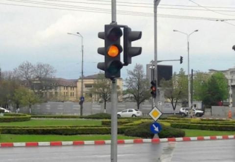 """Semafoarele din Ploiesti raman la """"mila"""" firmei UTI. Contractul a fost prelungit si pentru 2018"""