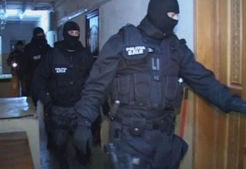 Ce spune IJP Prahova despre descinderile din Bucuresti, unde politistii au gresit adresa si aproape au spart usa apartamentului