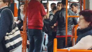 O gasca de 3-4 golani ii terorizeaza pe elevi, in autobuzul 30. Ce spune parintele unuia dintre copii
