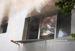 Incendiu in Ploiesti, pe strada Aleea Ciucului! O tanara de 15 ani a lesinat dupa ce a ramas blocata in apartament