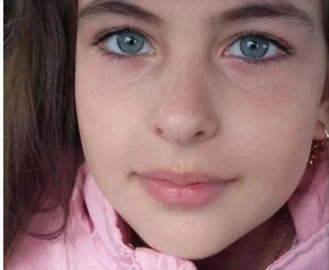 O copilã de doar 9 ani trece prin iad, din cauza unei boli cumplite! Haideti sa o ajutam pe Alina sa traiasca!