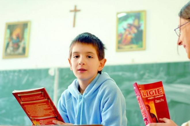 Schimbări IMPORTANTE pentru toți părinții care vor ore de RELIGIE pentru copiii lor