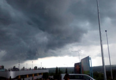 Avertizare METEO now casting/ Descărcări electrice, grindină si ploi torentiale, in PRAHOVA