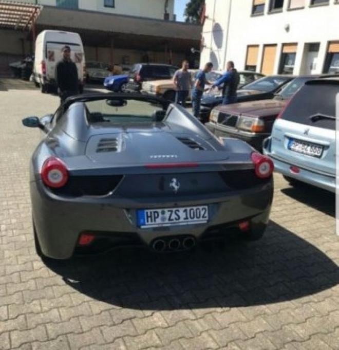 "Un ploiestean isi inchiriaza Ferrari-ul cu 1000 de euro/zi celor care vor sa se simta ""smecheri"""