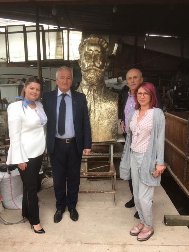 Bustul lui I.C. Bratianu va fi dezvelit vineri, pe Aleea Unirii din Parcul Bucov