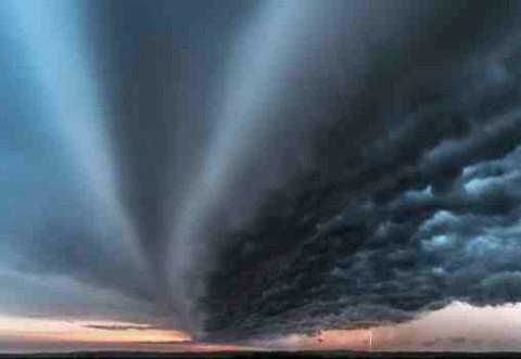 PROGNOZA METEO A VERII: Fenomene extreme, precipitaţii abundente, furtuni violente, dar şi caniculă
