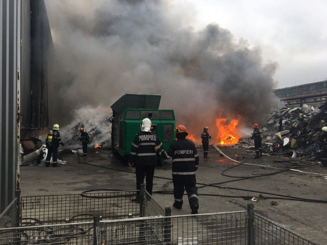 """Garda de Mediu Prahova, sancțiuni în urma incendiilor de la Pleașa și de la Rafinăria Astra: """"orice degajare de fum înseamnă poluare"""""""