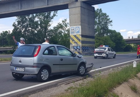 Un barbat ameninta ca se arunca de pe podul peste DN1, la Campina. UPDATE: Masina de Politie sosita la fata locului, lovita de un sofer