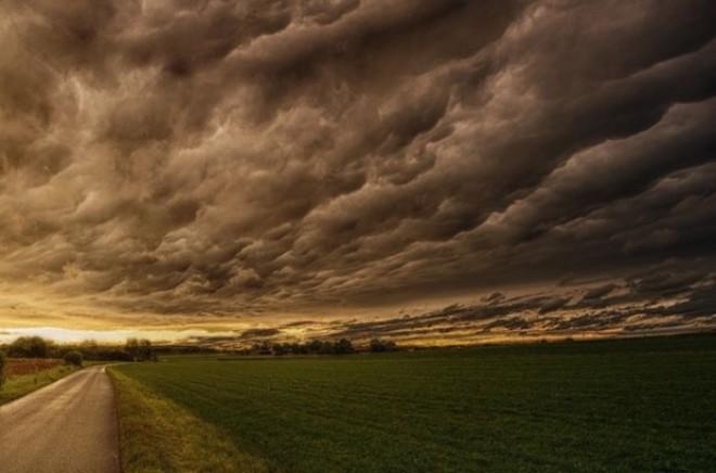 Alertă. Mai mult de jumătate din ţară intră sub avertizări de inundaţii şi furtuni