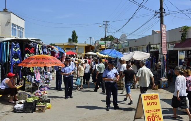 Comercianții și șoferii din zona Pieței Aurora Vest, verificați ieri de polițiști
