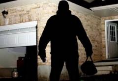 Doi prahoveni banuiti de furturi din locuinte, prinsi de politisti. Au talharit 5 case din Campina