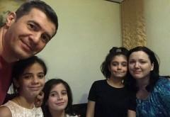 """Dragos Patraru, apel pe Facebook/ Doua eleve """"adoptate"""" de jurnalist au nevoie de meditator la Romana si Matematica"""