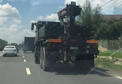 Panica pe un drum din Prahova. Transportor incarcat cu rachete, surprins in trafic, la Bucov