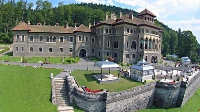 Un bărbat a murit după ce a căzut într-o fântână la Castelul Cantacuzino din Bușteni