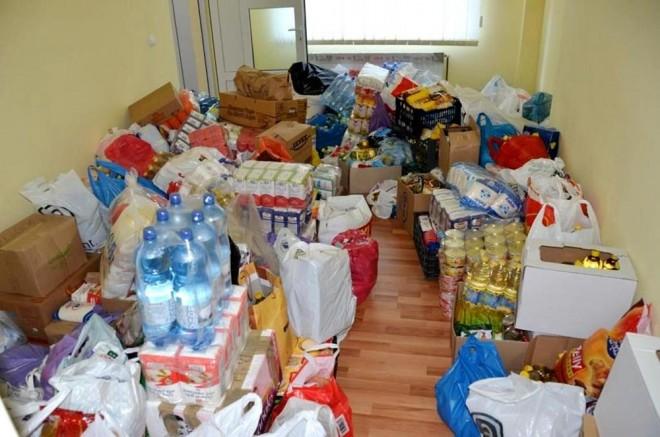 Ajutoare pentru familiile din Prahova afectate de inundatii. Ploiestenii pot oferi alimente si apa imbuteliata