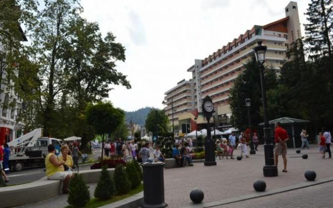 Pensiunile si hotelurile de pe Valea Prahovei, luate cu asalt de politisti. Ce cauta oamenii legii