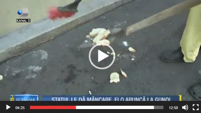 REVOLTATOR! Așa-zișii săraci aruncă ciorba pe asfalt pe motiv ca nu e suficientă carne înăuntru iar pâinea nu e suficient de pufoasă – VIDEO