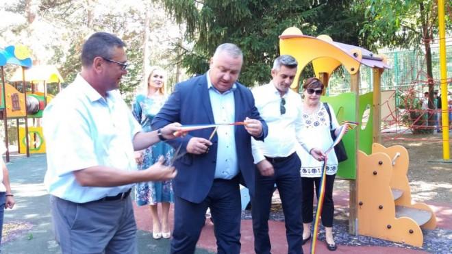 Cum arata cel mai nou loc de joaca pentru copii, construit in Parcul Bucov