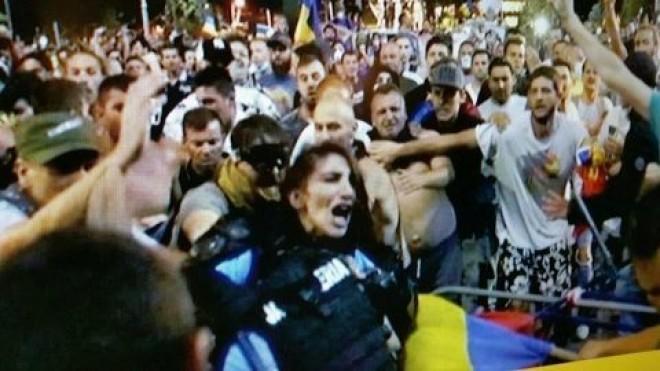 """Jandarmeria Română, reacție după violențele de la mitingul diasporei: Intervenția a fost justificată. Nu puteam scoate huliganii """"cu penseta"""""""