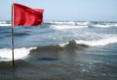 COD ROȘU pe litoral: un bărbat este dispărut, iar valurile ating și trei metri
