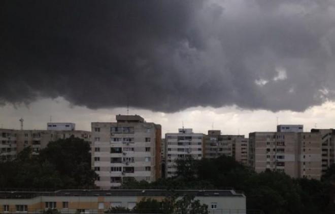 Rupere de nori, in Ploiesti. Temperatura a scazut cu 15 grade in cateva minute