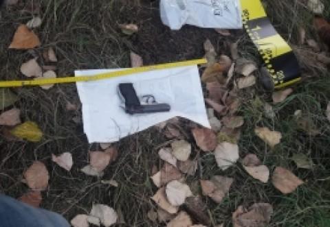 ALERTĂ - Polițiștii au găsit arma furată în Piața Victoriei/ UPDATE