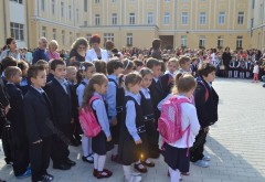 Noul an scolar: Primarul si viceprimarii Ploiestiului, alaturi de elevii a 6 scoli si licee. Vezi aici la ce unitati scolare vor fi prezenti