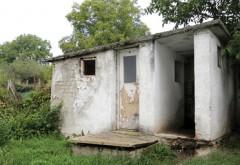 Toaletele din curtea şcolilor trebuie să dispară până în 2020