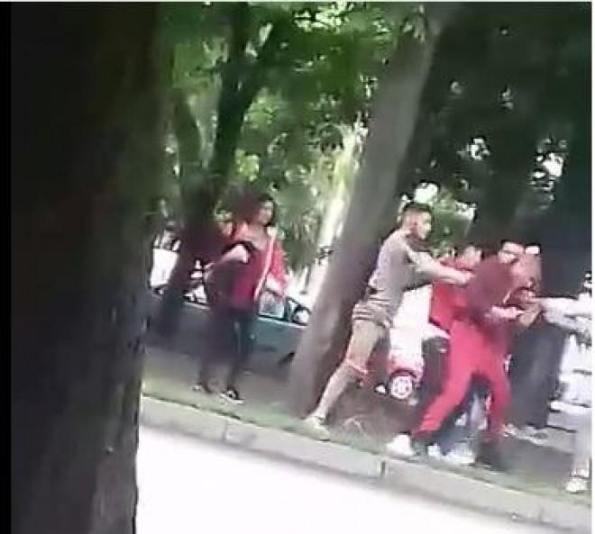 Bataie intre cocalari, pe Bulevard! Cine ii recunoaste pe agresori?