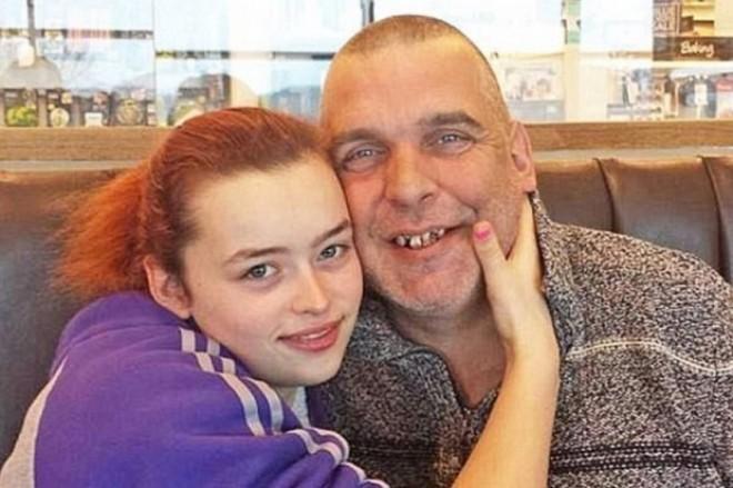 Bărbatul de 47 de ani s-a îndrăgostit nebunește de fiica de 16 ani a unor prieteni și a decis să se însoare cu ea. Ce a urmat este șocant
