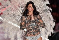 Adriana Lima, în lacrimi. Supermodelul se retrage definitiv de pe podiumul de modă
