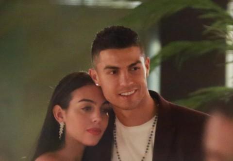Cristiano Ronaldo se insoara cu Georgina Rodriguez! Pe ce a cheltuit 30.000 de euro in 15 minute. Nu, nu pe inel!