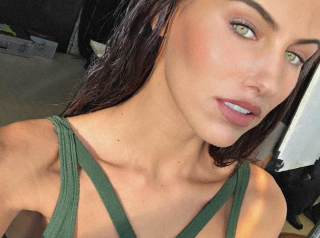 Cum arată în costum de baie cea mai frumoasă fată din Italia. Are doar 20 de ani