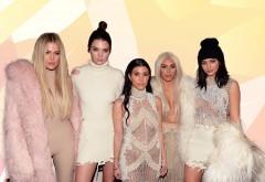 Sumele colosale pe care le primesc vedetele precum surorile Jenner-Kardashian ca să promoveze branduri în online