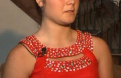Eleva din imagine a fost trimisa acasa pentru ca a aparut asa la balul de absolvire. Cum arata rochia cand se intoarce cu spatele