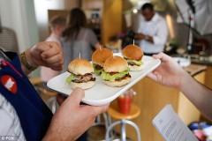 Burgeri cu gust de CARNE DE OM, serviţi într-un restaurant londonez