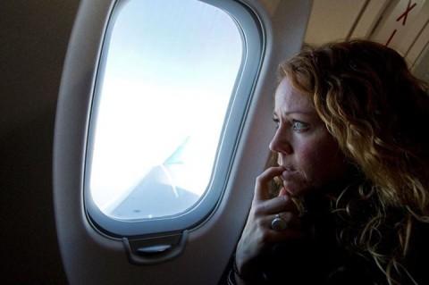 S-au uitat pe geamul avionului si au incremenit. Ce au vazut cu putin timp inainte de aterizare