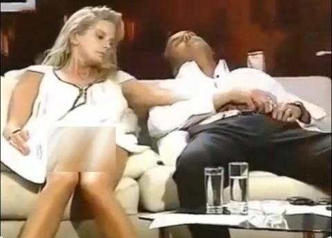 Mai aveau un pic si faceau sex in direct! IMAGINI INTERZISE LA TV dintr-o emisiune tip BIG BROTHER