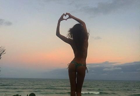 Este urmarita de 1.400.000 de oameni: Cum arata modelul Victoria's Secret cu cel mai lucrat abdomen! FOTO