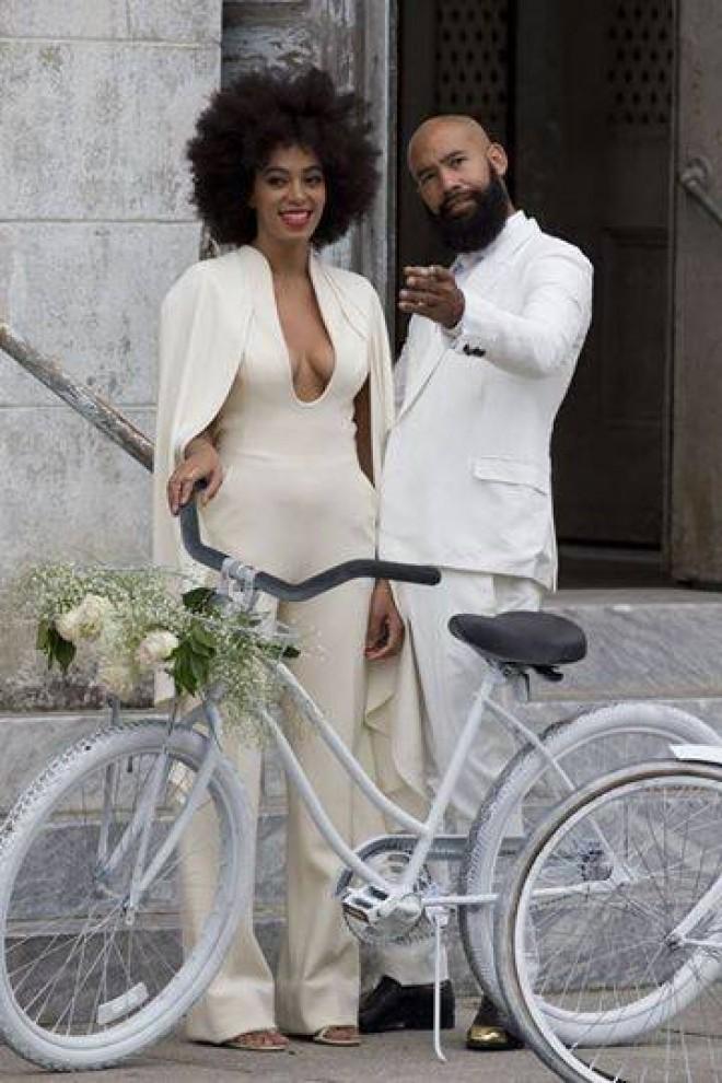 Beyoncé si-a eclipsat sora mai mica la nunta. Vezi rochia alba cu care a atras toate privirile si cat de simpatica a fost micuta Blue Ivy