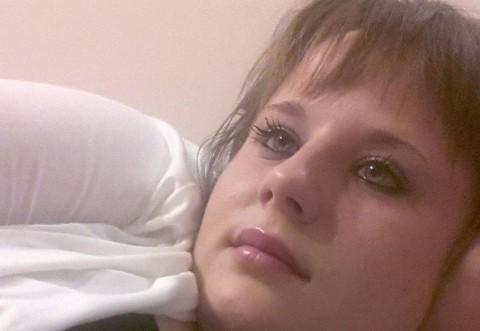 O fată de 19 ani a fost atacată cu ACID de iubitul ei în vârstă de 80 de ani. Vezi aici cum arata ACUM saraca fata