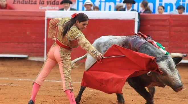 Ce a patit o femeie toreador incercand sa ucida un taur de 500 de kilograme. Imagini cu impact emotional puternic. VIDEO