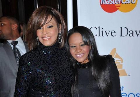 Fiica lui Whitney Houston, GĂSITĂ FĂRĂ SUFLARE, ÎN CADĂ! La fel ca mama ei!