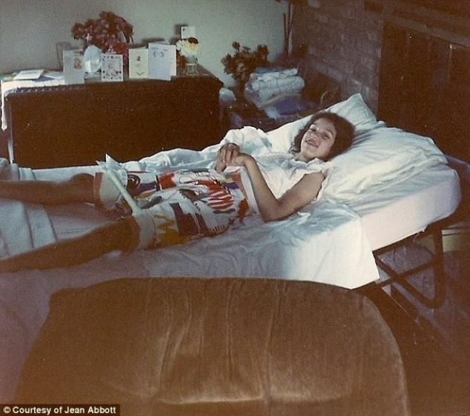 Tanara din imagine a stat 30 de ani imobilizata la pat din cauza unui diagnostic gresit. Este incredibil cum arata ea AZI, la 38 de ani. FOTO