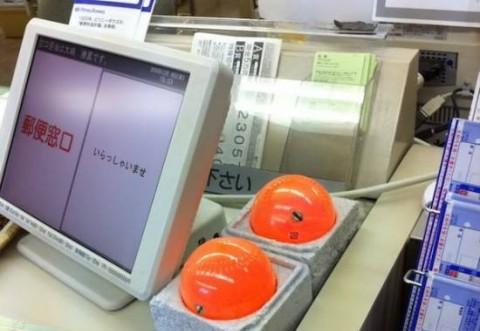 Toate magazinele din Japonia au bile portocalii langa casa de marcat. Sigur nu-ti trece prin cap la ce sunt folosite