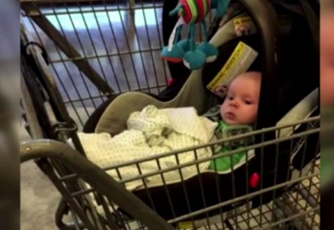 Si-a UITAT bebelusul intr-un cos de cumparaturi si s-a intors dupa el dupa 2 ore. Cum isi justifica aceasta mama gestul