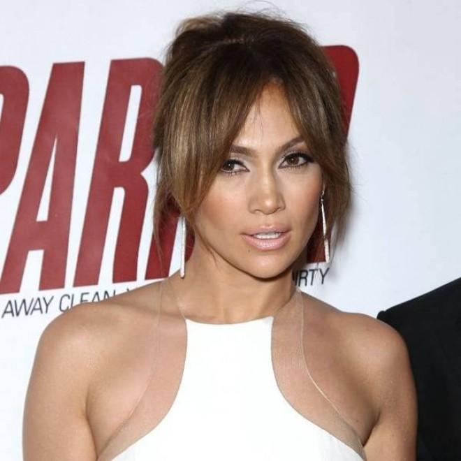 Jennifer Lopez s-a făcut de râs! S-a afișat ca o divă pe covorul roșu la Globurile de Aur, dar a uitat un amănunt! Ce a văzut lumea e de toată jena