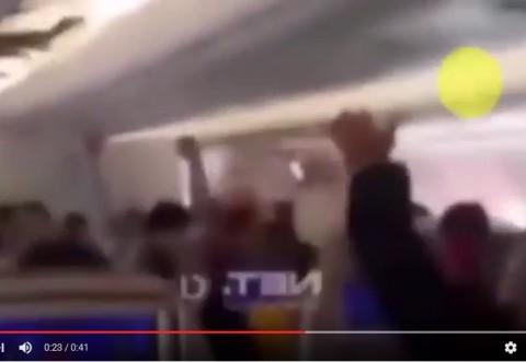 Momente de groaza si panica intr-un avion cu zeci de pasageri. Ce s-a petrecut dupa aceste scene face astazi ocolul internetului